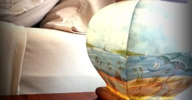 Lamp with ocean painting