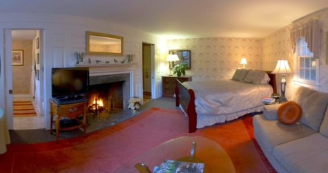 Photo of the Innkeeper's Pride suite with fireplace